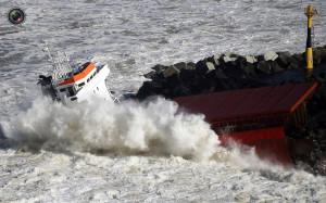 cargo_ship_broken_up_004
