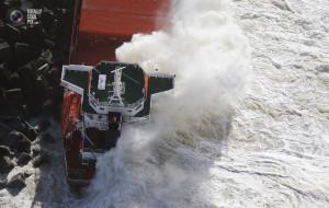 cargo_ship_broken_up_007