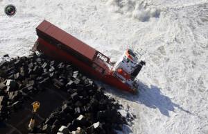 cargo_ship_broken_up_011