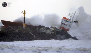 cargo_ship_broken_up_013