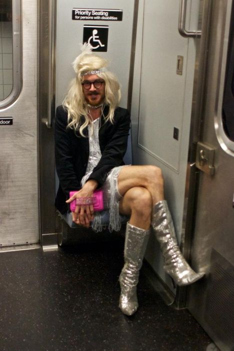 Странная мода пассажиров метрополитена (56 фото)