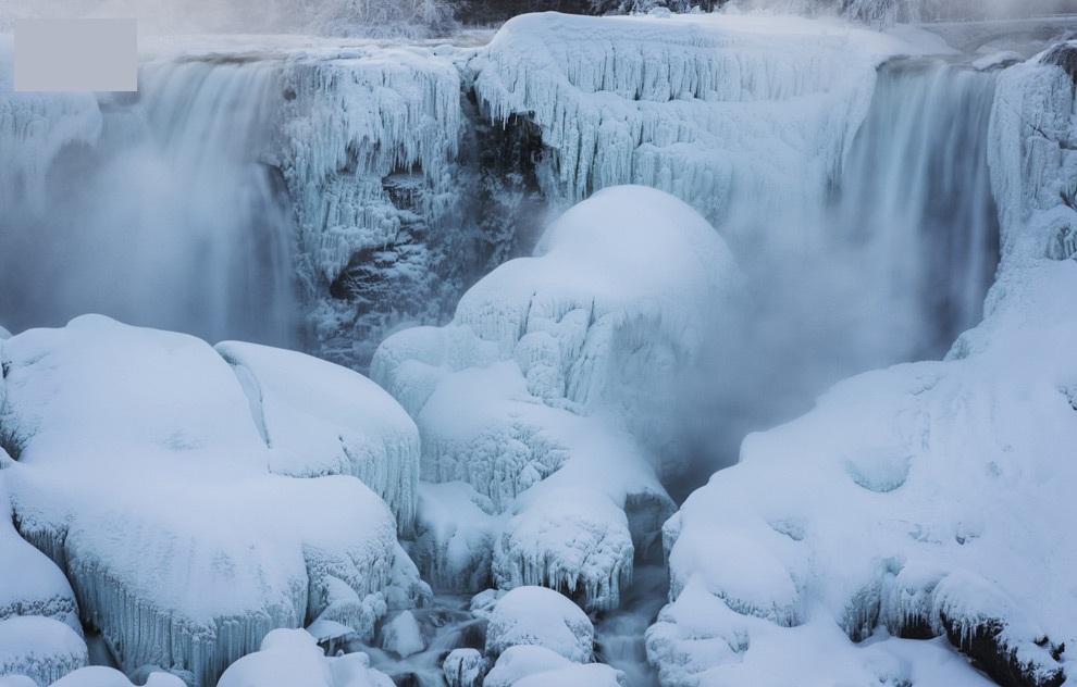 Ниагарский водопад выглядит ошеломляюще, когда он частично замерз. ( 20 фото )