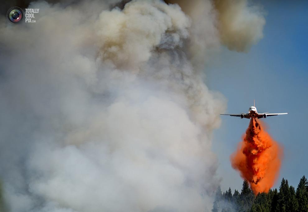 Огромные пожары бушуют в Калифорнии.